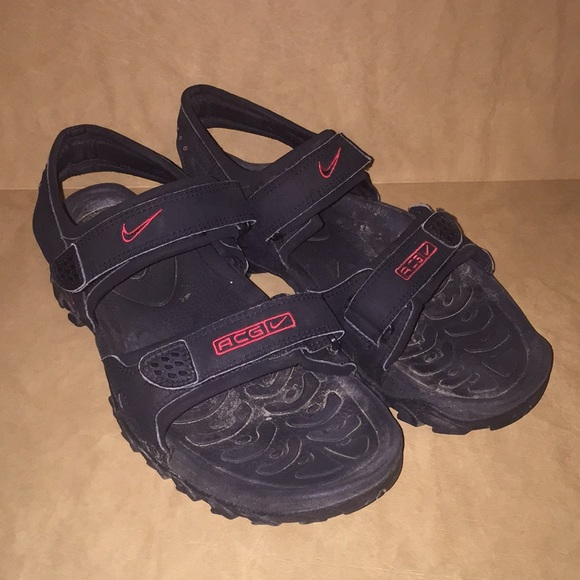 8863f52be33e Nike acg men s size 10 sandals. M 5b07ad518df4708a007fd7bd